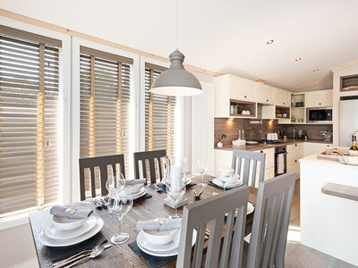 Casa Di Lusso dining through to kitchen