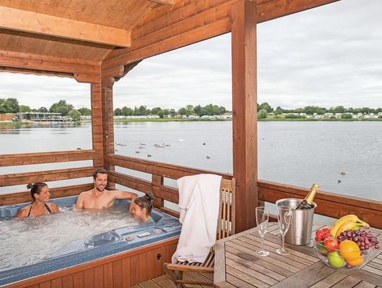 Dacre Lakeside Park hot tub lodges in Yorkshire