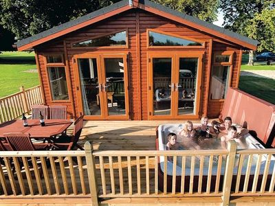 Athelington Hall Farm Lodges 5