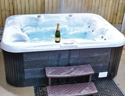 Hawthorn Glen Lodges Clavering Lodge Hot Tub