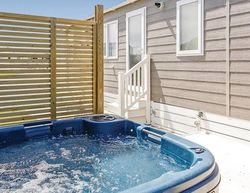 Looe Coastal Retreat Silver Sands Deluxe Hot Tub