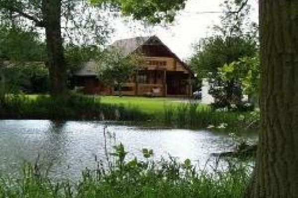 Picture of Lowfields Country Holiday Fishing Retreat, Lincolnshire