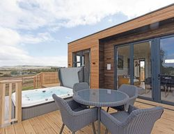 Swanborough Lakes Lodges Typical Hill View Luxury Hot Tub