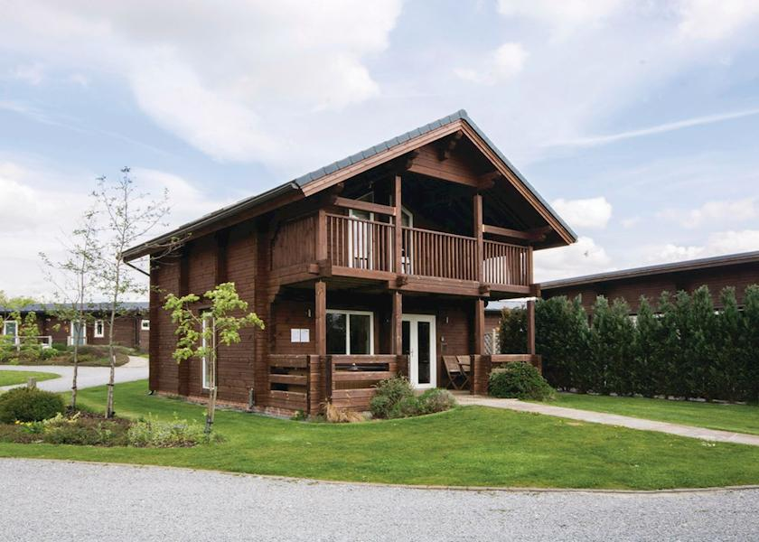 Woodland lakes lodges holiday lodge park in north for Log cabins for sale north yorkshire