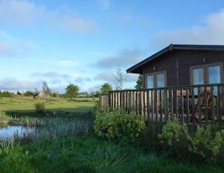 Seven Springs hot tub lodges for rent by the sea in mid wales